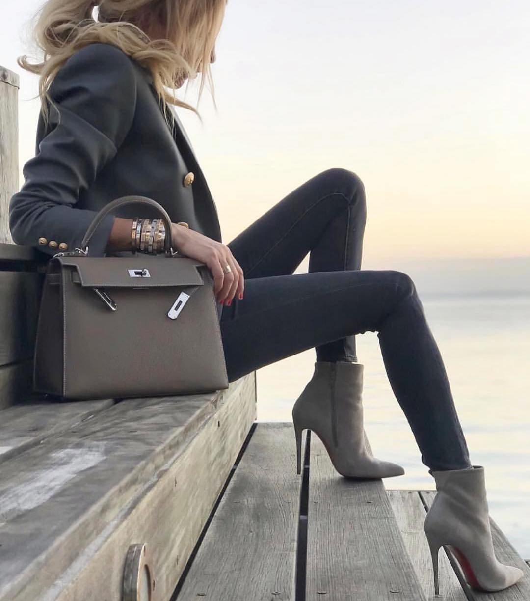 Fall Grey Shades: Blazer With Gold Buttons, Skinny Jeans And Heeled Ankle Boots 2020